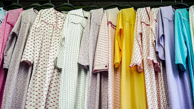 ▲▼衣服,衣櫥,衣櫃。(圖/取自免費圖庫Pixabay)