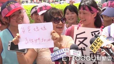 空姐「苦行僧」走10小時至凱道抗議 蔡英文盼雙方理性溝通