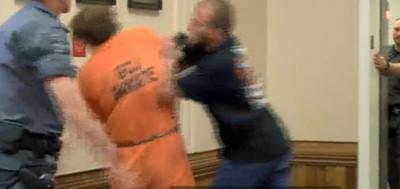 叔叔「做掉11月大侄子」憤怒爸法庭外狂毆8秒