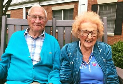 相加203歲的2人瑞相戀後決定結婚