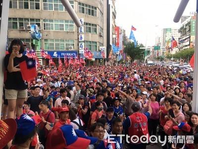 韓國瑜現身六合夜市畫面如大進場