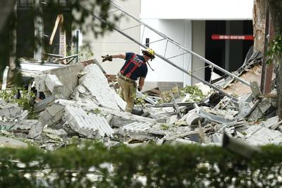 美國佛州購物中心氣爆21傷:像在下碎塊雨