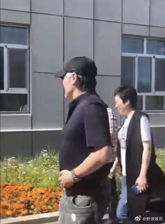 ▲吳秀波昔日的帥大叔如今變成胖大叔。(圖/翻攝自微博/吳秀波、新浪娛樂)