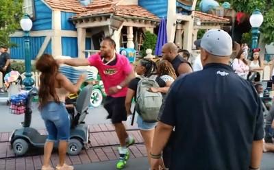 迪士尼爆全武行 5人發狂互毆
