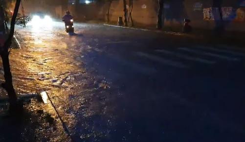 ▲▼台南雨襲多處淹水!氣象局7縣市豪雨特報。(圖/翻攝自臉書/台南株式會社)