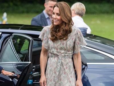凱特王妃腳上的草編涼鞋價格很親民