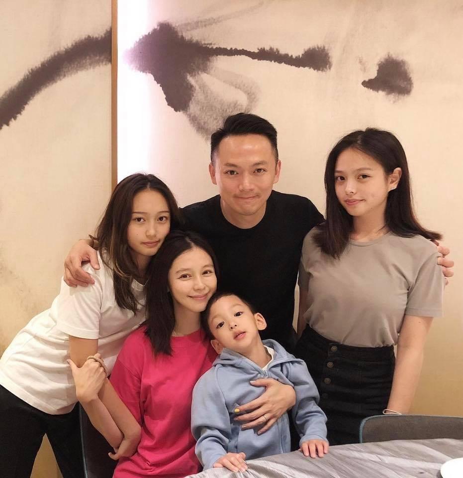 ▲▼徐若瑄曬兩個繼女兒美照,網友淪陷了。(圖/翻攝自臉書/徐若瑄)