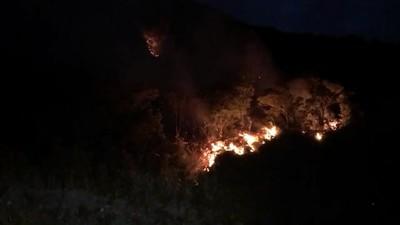 宜蘭火燒山警消搶救中