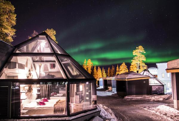 芬蘭極光玻璃屋躺著看!冰上漂浮、馴鹿雪橇夢幻全體驗