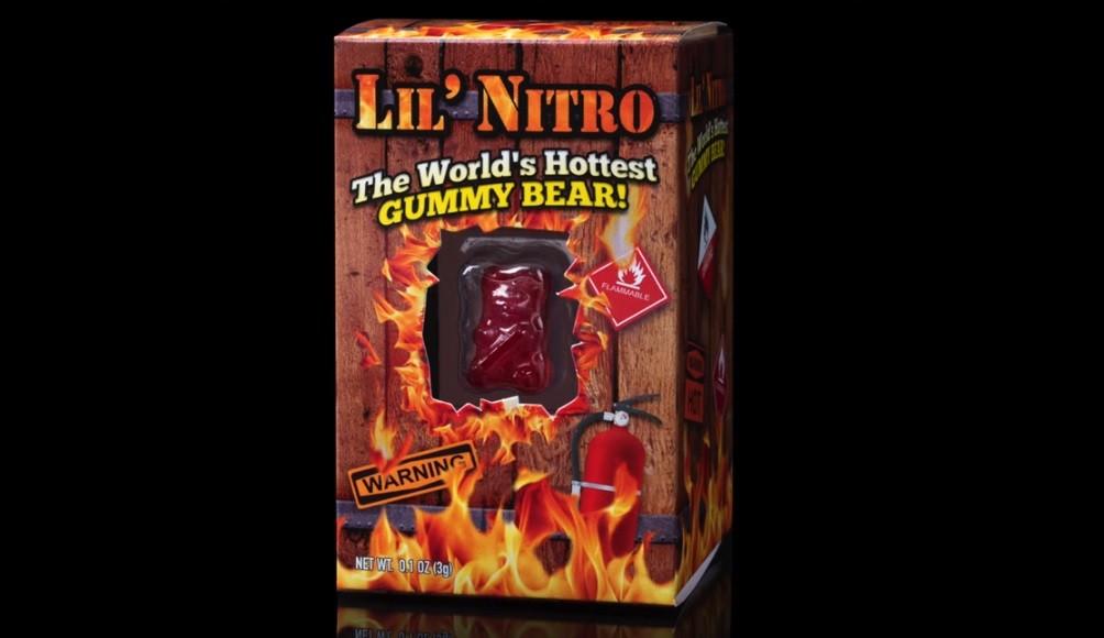▲▼世界上最辣的小熊軟糖。(圖/翻攝自YouTube)