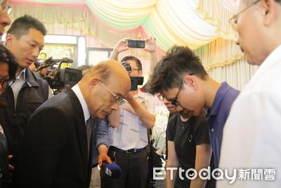 弔唁殉職警慰問父母 蘇貞昌:要保重身體