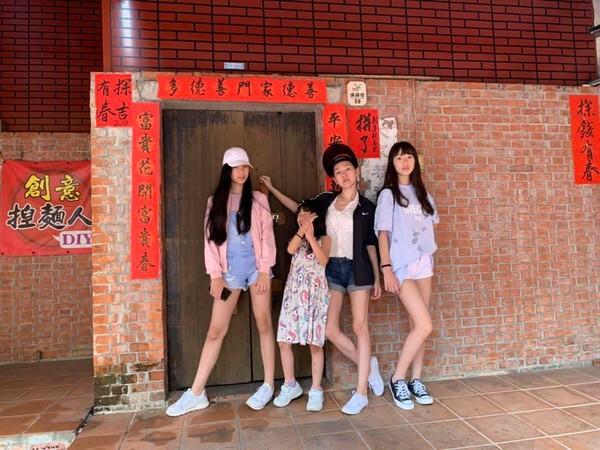 ▲小S跟全家人到上海。(圖/翻攝自臉書/小S 徐熙娣)