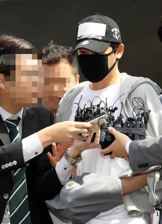 ▲姜至奐被上銬現身道歉。(圖/CFP)
