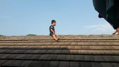 印尼5歲童怕割禮 逃跑爬屋頂待2小時