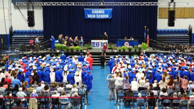 畢業典禮一陣靜默!擔心自閉症同學受噪音刺激 全場安靜起身恭喜
