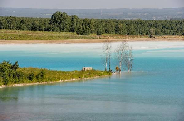 ▲▼俄羅斯的「網美汙染湖」是廢料廠。(圖/達志影像/美聯社)