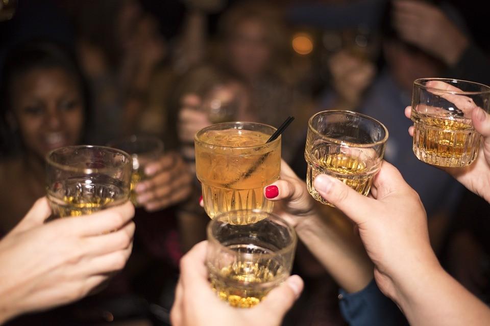 ▲▼喝酒。(示意圖/取自免費圖庫Pixabay)