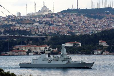 英百億戰艦「霸氣駛入波斯灣」預備開戰