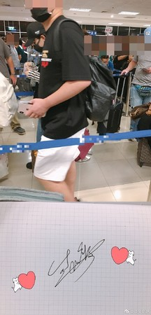 ▲趙麗穎機場被偶遇。(圖/翻攝自微博/須臾你球 )