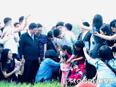 網友翻出蔡英文暖舉...嗆爆韓國瑜、張善政:沒生都比你們懂尊重孩子