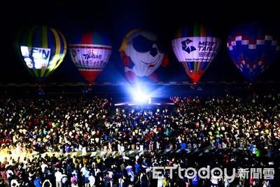 熱氣球光雕音樂會登綠島 8千民眾擠爆機場