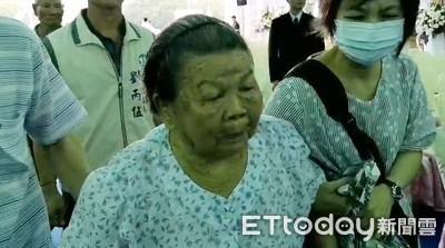 勇警李承翰告別式 91歲嬤邊哭邊走進會場