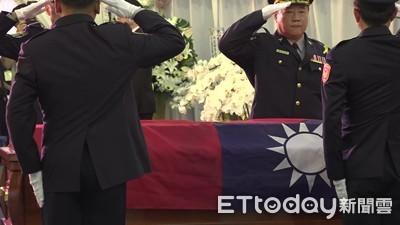 李承翰靈柩覆國旗 鐵路警局長:任務結束