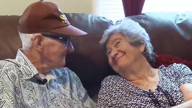 「點一杯咖啡,相戀71年」白髮夫妻同一天牽手離世,子女們笑著送終