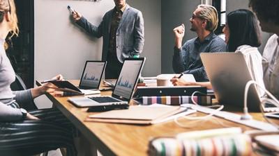 專業能力客戶讚爆「表達卻0分」 他靠資歷熬成小主管 苦嘆:同梯都當總經理了