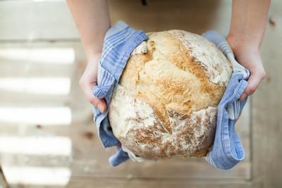 吃報廢麵包4年省8萬 高中師減薪3月