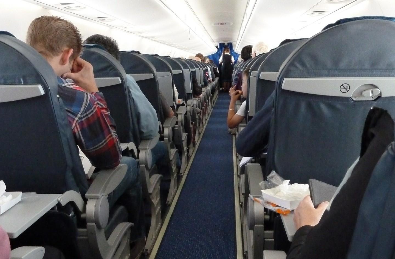 東方航空CEO硬擠自家「客滿頭等艙」 乘客:呃…我是IBM執行長