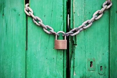 配合法院查封開鎖 鎖匠被控詐欺