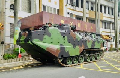 輕颱丹娜絲逼近 兩棲突擊車部署