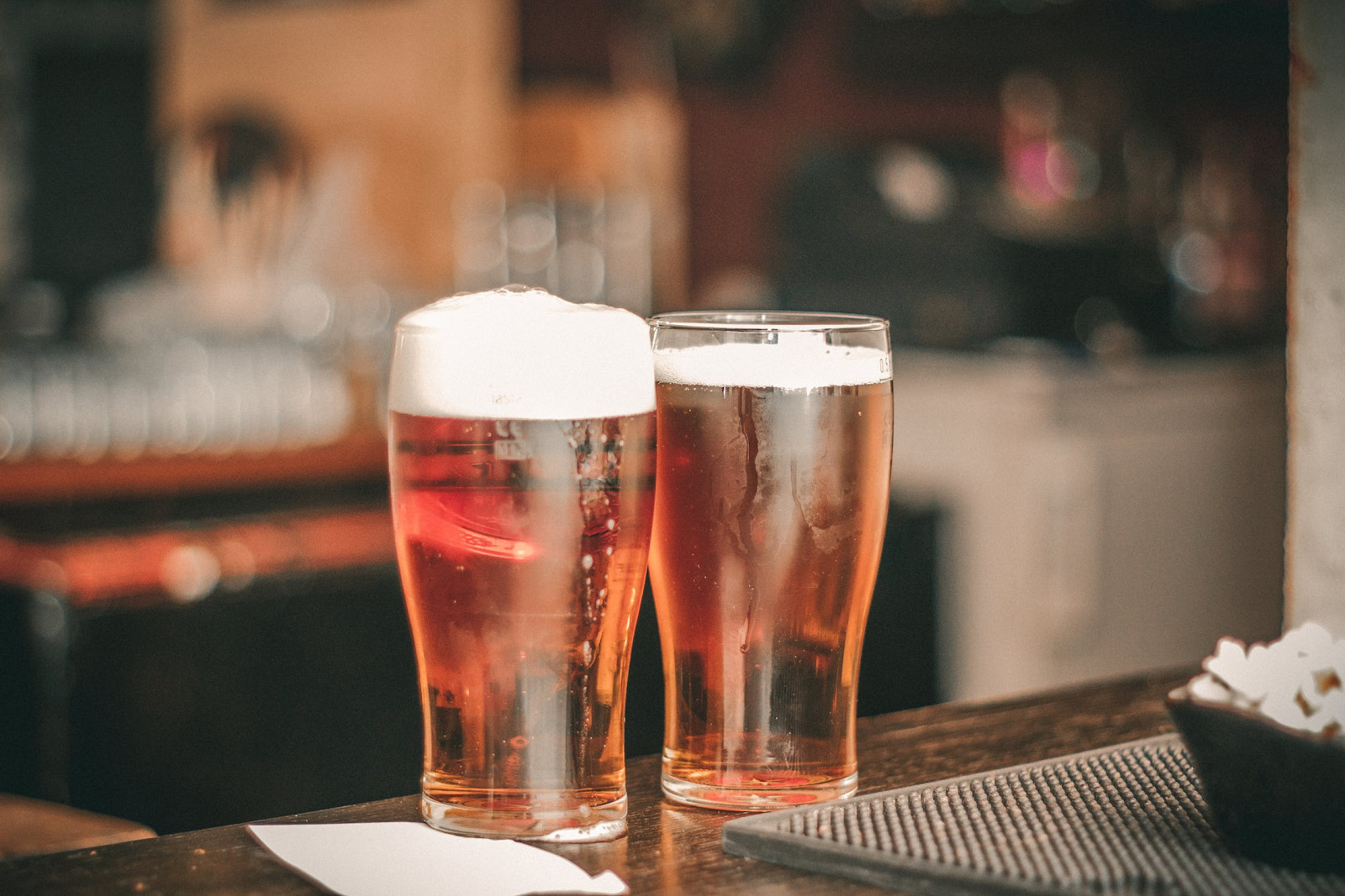 ▲啤酒,酒杯。(圖/取自免費圖庫Pexles)