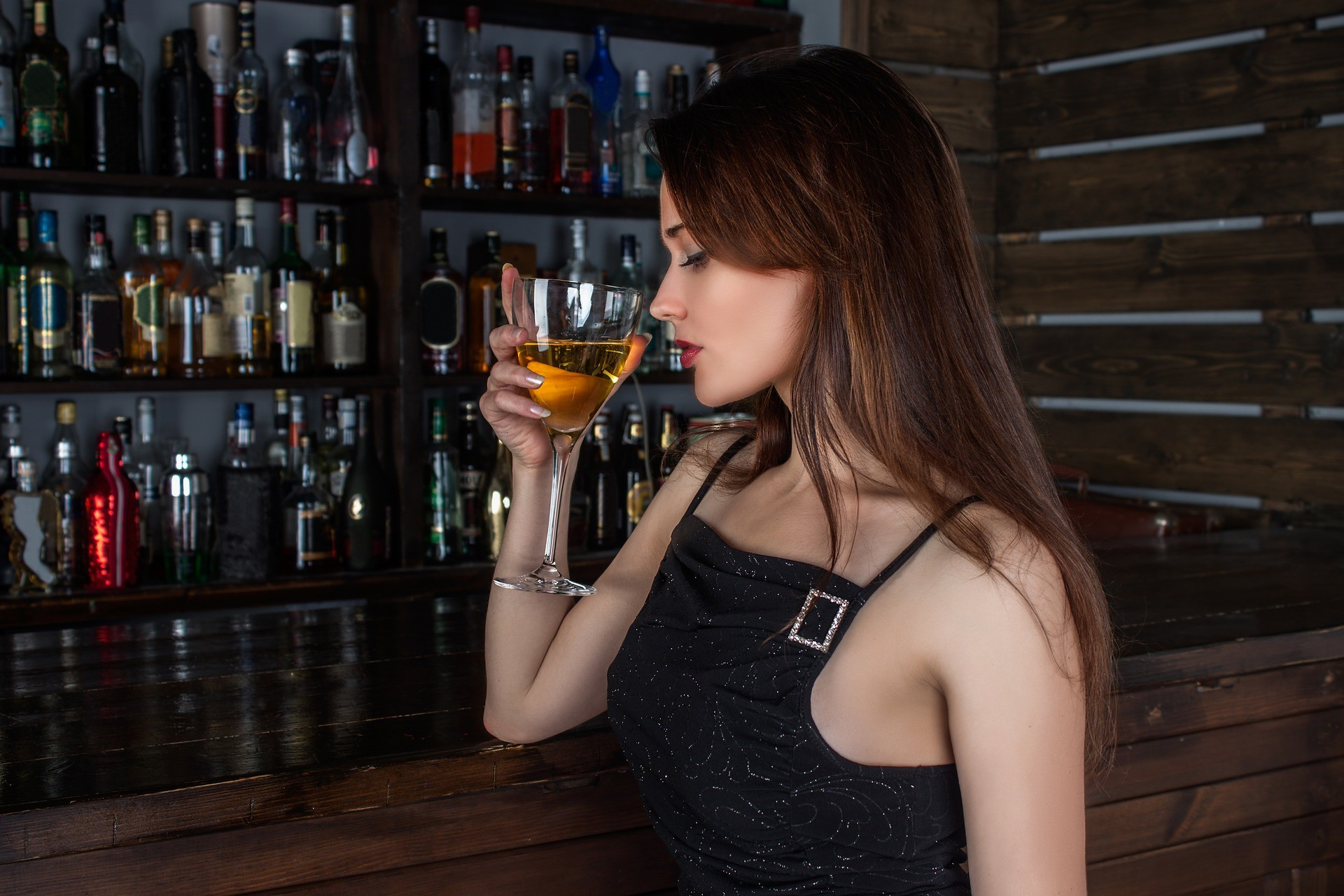 ▲喝酒,酒吧,夜店,酒店,轟趴。(圖/取自免費圖庫Pixabay)
