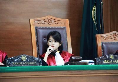 正妹女法官爆紅 網讚:我認罪了