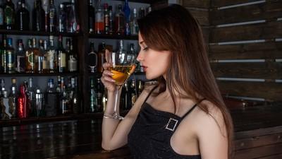 新人花場搶業績!學姐爆氣找酒保加料 雛鳥嘆:忌妒使人無惡不做