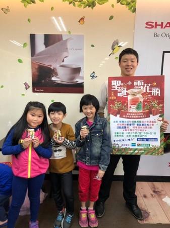 房仲經營社區十項全能 教作「聖誕雪花瓶」帶動親子活動嗨翻天