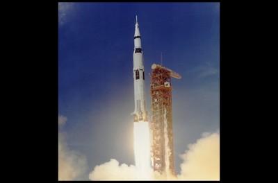登月50年 4923枚模型火箭天空劈啪響