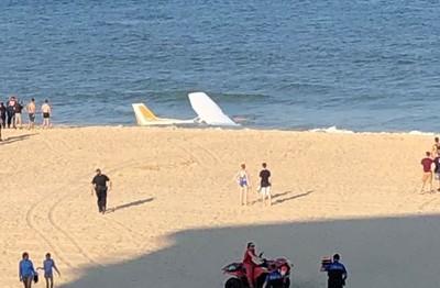 飛機高空墜海!海灘遊客險被削頭