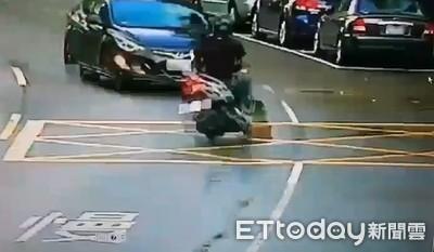 撞擊畫面曝!男逆向撞機車 騎士亡