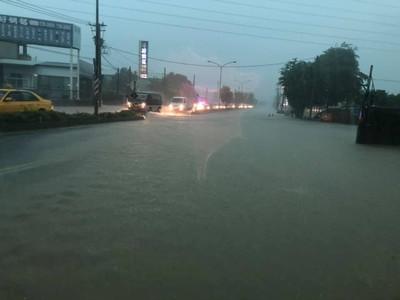 雨彈、閃電狂轟南台灣!這天雨才停