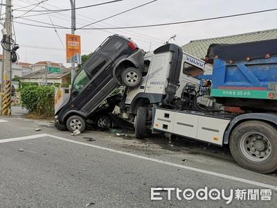 員林聯結車失控撞輾2車!500戶停電