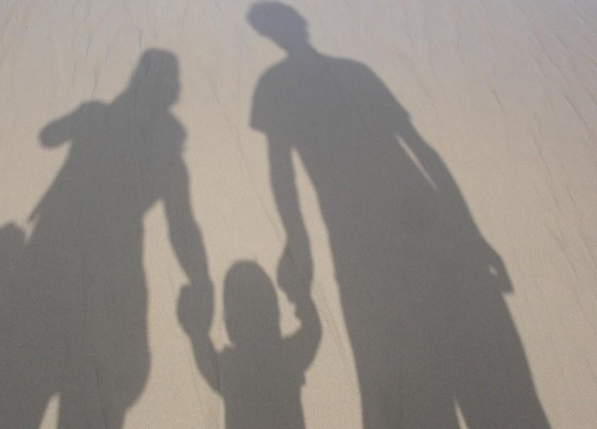▲▼家長,監護權,法定代理人,家庭,一家三口。(圖/pixabay)