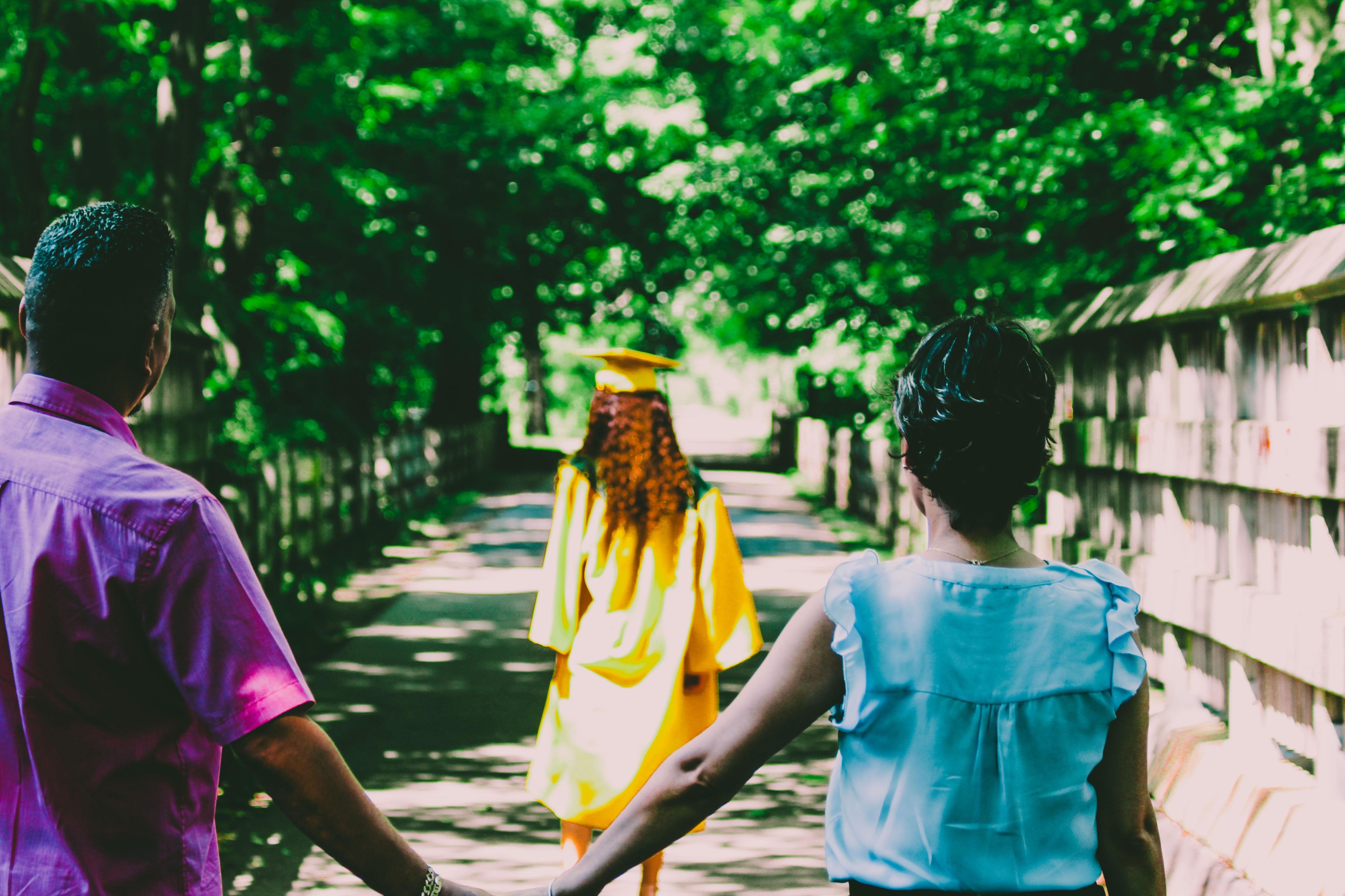 ▲畢業典禮,孩子離家,親子,中年夫妻,畢業,成長。(圖/取自免費圖庫Pexels)