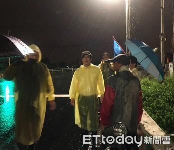 陳其邁直奔高雄關心暴雨 「蔡總統也隔海打電話了解災情」