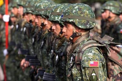 24歲月光族上兵問要不要續簽 網勸待軍中