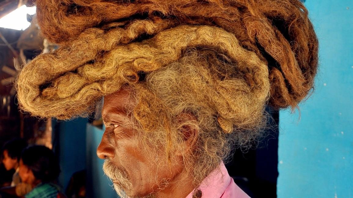 ▲▼印度長達40多年沒洗頭的男子。(圖/翻攝自Twitter)