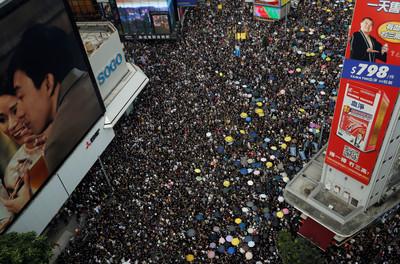 香港400名行政主任「聯合簽署公開信」