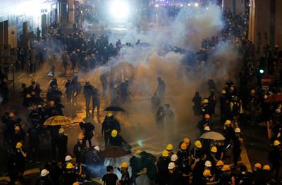 華春瑩奉勸美國:趁早收回在香港伸出的黑手